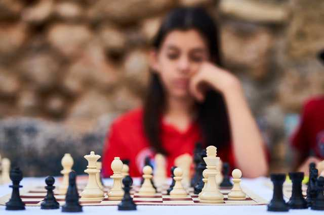 woman-playing-chess making decision