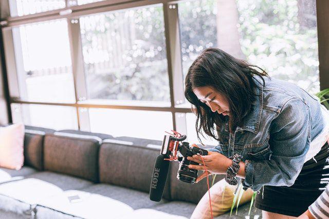 what animal am i quiz - woman-wearing-denim-jacket-holding-camera