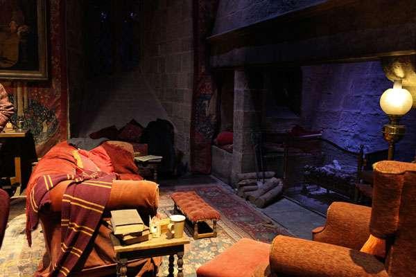 Hogwarts Gryffindor house room image - potterhead quiz