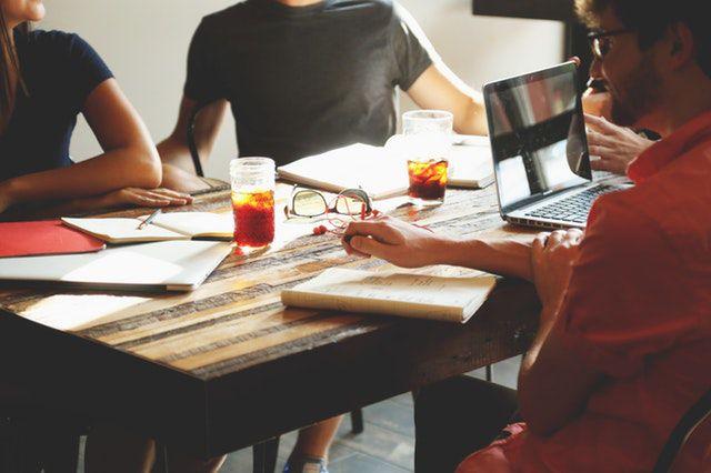what animal am i quiz - people-meeting-workspace-team